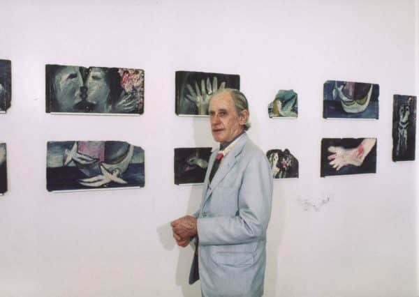 Sidney Nolan at the Institute of Modern Art exhibition of the slates, Brisbane, 1977, photo by Elwyn Lynn.